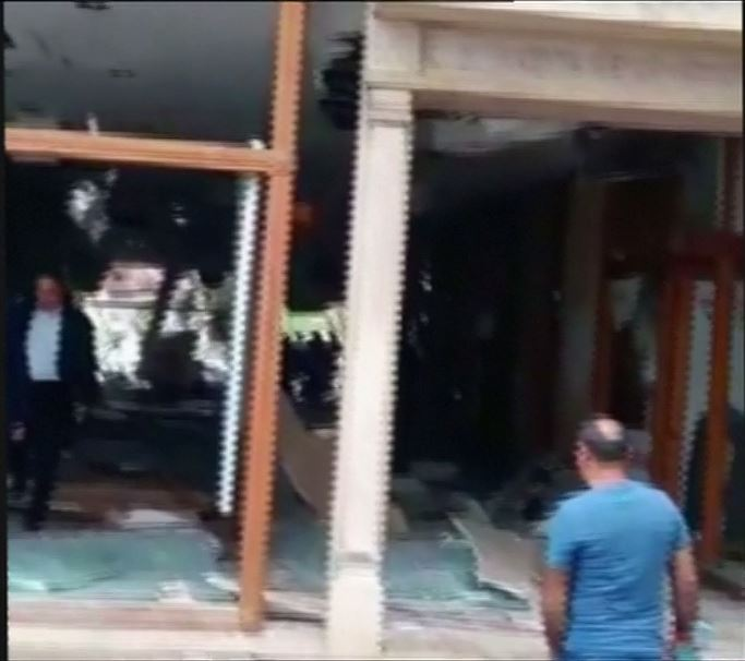 Screenshot aus dem Reuters-Amateurvideo: Es beginnt in der Lobby des Hotels Celal Aga Konagi.