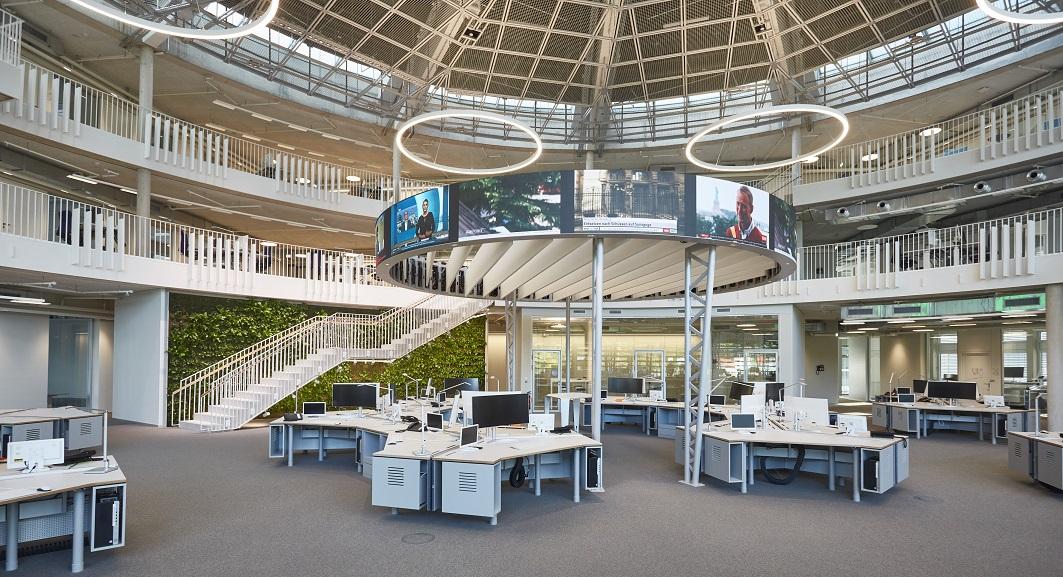 Der neue Newsroom von ARD-aktuell im neuen Nachrichtenhaus, das sich beim NDR in Hamburg befindet.