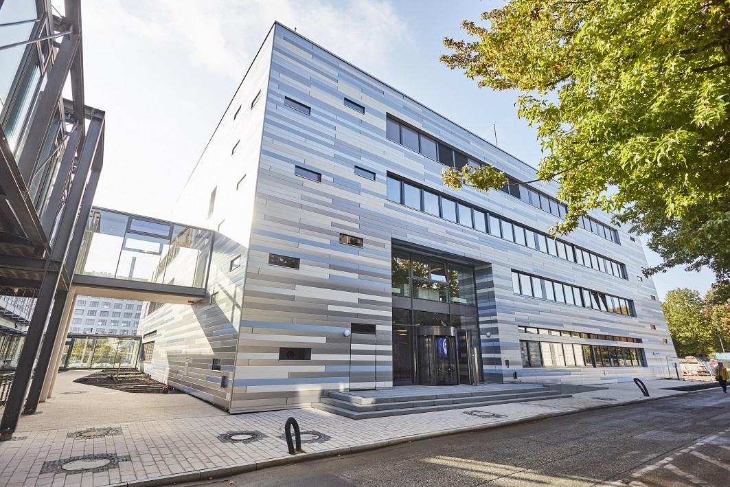 Ansicht des neuen Nachrichtenhauses von ARD-aktuell in Hamburk Lokstedt von außen